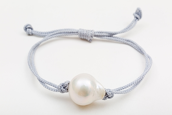 Picture of SINGLE PEARL BRACELET GREY