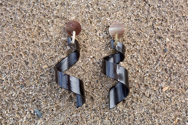Picture of CURLY HORN EARRING BLACK