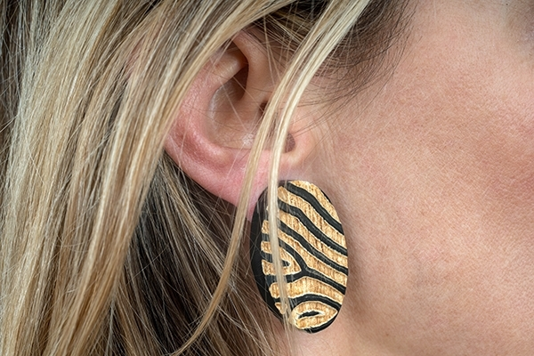 Picture of ZEBRA HORN EARRING