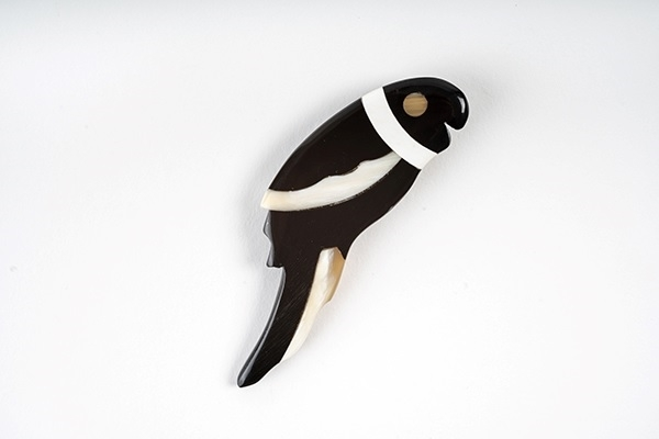 Picture of PARROT HORN BROOCH BLACK