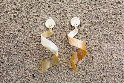 Picture of CURLY HORN EARRING WHITE