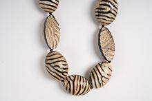 Foto de ZEBRA HORN LONG NECKLACE