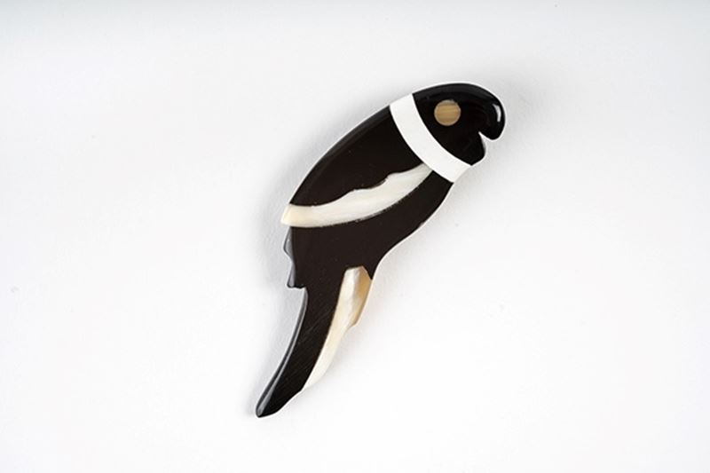 Picture of PARROT HORN BROOCH - BLACK