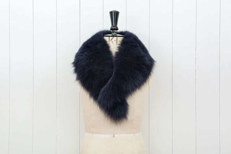 Picture of NAVY FOX COLLAR WITH CLIPS