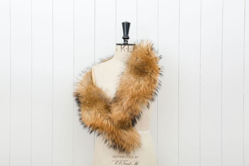 Picture of EXTRA LONG NATURAL FOX COLLAR WITH CLIPS