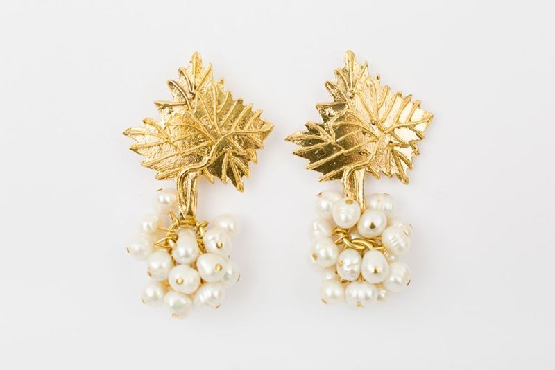 Picture of NEW GRAPE EARRING - WHITE