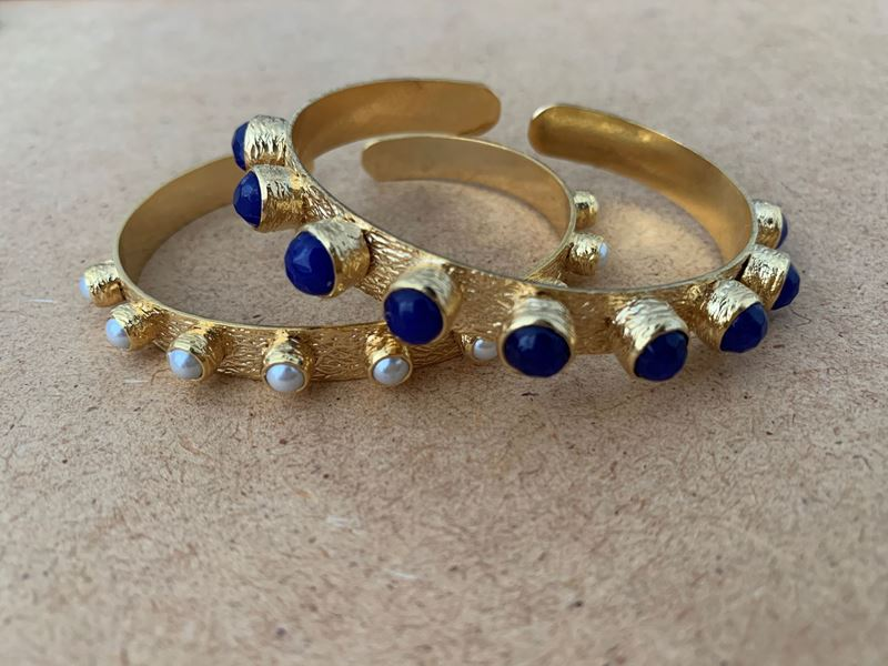 Foto de KATERINA'S BANGLE SET - THIN PEARL & WIDE BLUE NAVY