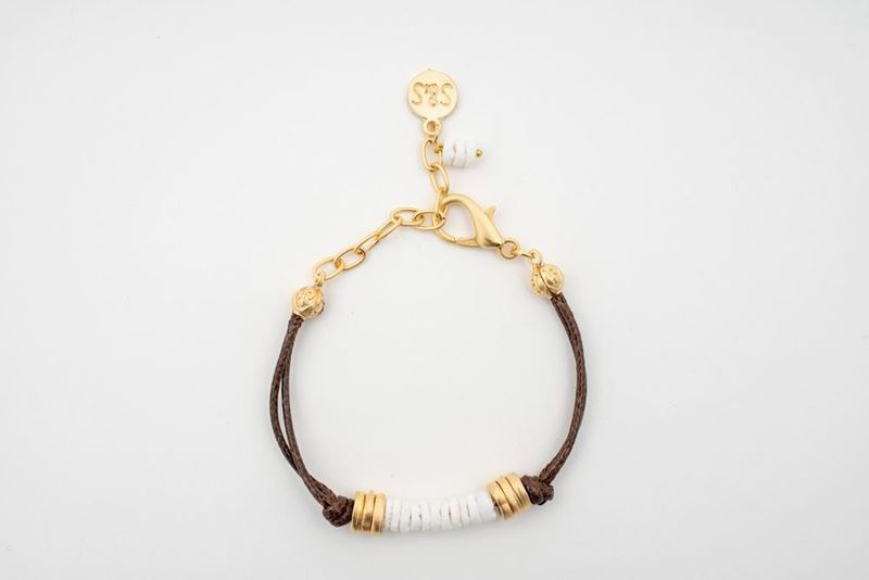 Picture of PANTONE LEATHER SHELL BRACELET