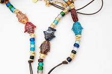 Picture of KISSING FISH NECKLACE - MULTICOLOR