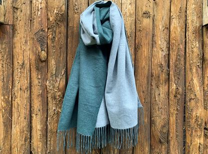 Foto de DOUBLE SIDED CASHMERE SCARF - LIGHT GREEN/GREY